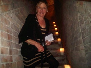 32 candlelit mediaeval steps to the cathedral-sized La Cantina