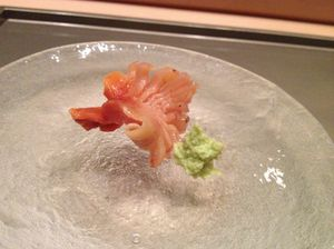 Clam sashimi, all in one mouthful
