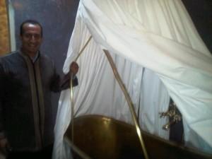 Khalid shows off a bathtub