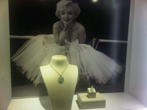 Marilyn and the jewels