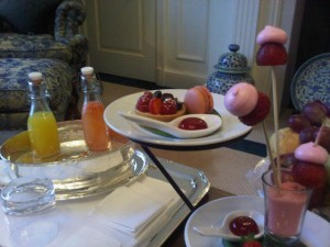 Luxury hotels and travel - Pink breakfast at The Peninsula Hong Kong