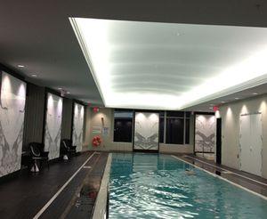 The 32nd floor pool