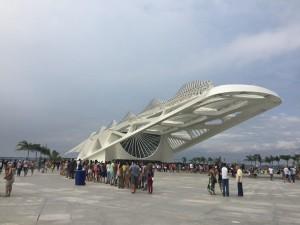 Long lines wait to get into Calatrava's masterpiece