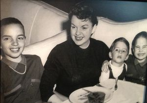 Past guest Judy Garland, with daughter Liza Minelli on left