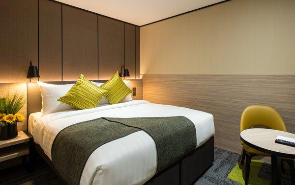 Aerotel London Heathrow guestroom