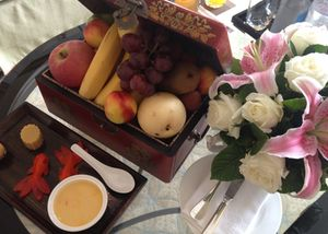 The ideal welcome, whole fruit, and flowers