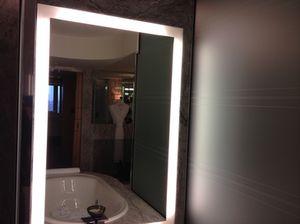 Suite 821's bathtub…
