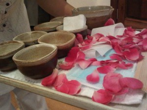At this luxury hotel the products to be used are presented, on a rose-covered tray