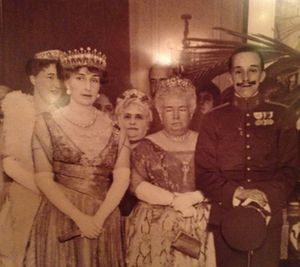 A grumpy old lady flanked by King Alfonso XIII and his Queen