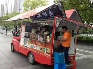 Keeping hunger at bay, on a Pudong street