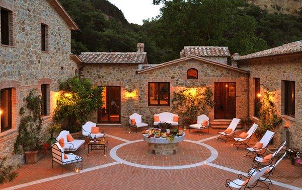 Villa Bellissima patio - Umbria, Italy