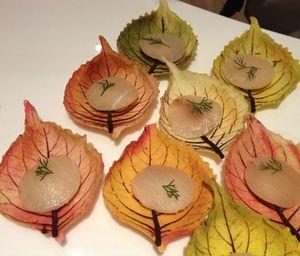 Real-look leaves made of sugar