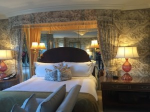 Theatrical bed in the Presidential Suite