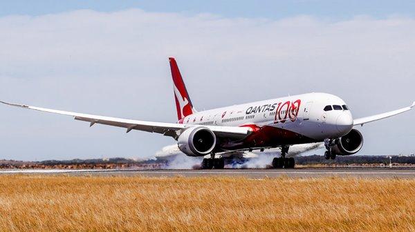 Qantas_Boeing_787 aircraif with Centenary livery