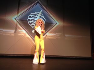 Dolly Parton lookalike